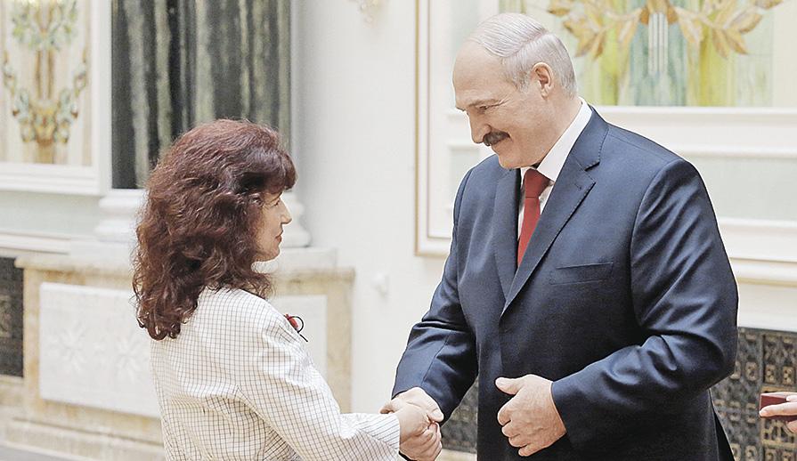 Лукашенко вручил награды игенеральские погоны